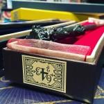 Zoom sur la baguette et la boite de Harry Potter