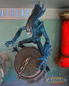 Gorilla Alien Neca Album Comics 01
