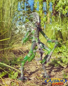 Mantis Alien Neca Album Comics 02