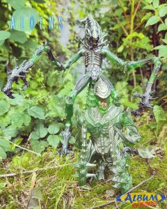 Mantis Alien Neca Album Comics 03