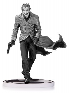 Figurine grise et noire du Joker sur socle